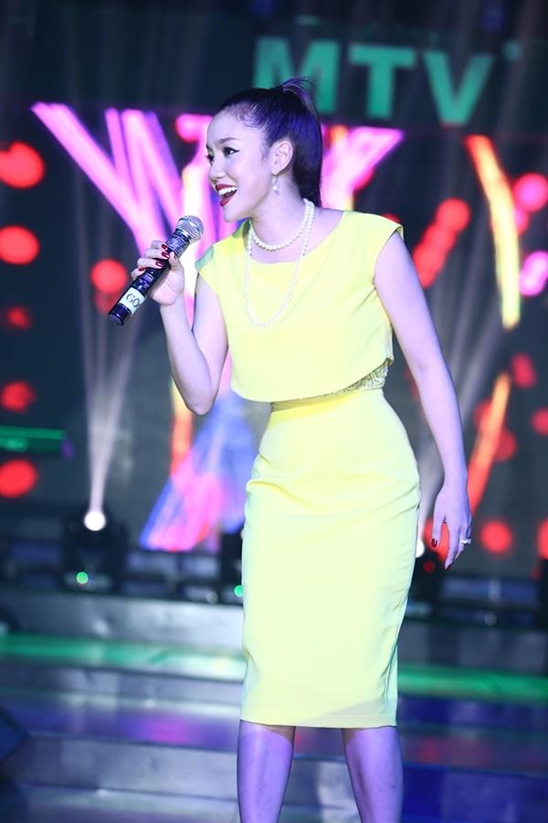Giọng hát ngọt ngào, thổn thức nhưng đầy nội lực của cô đã thuyết phục được những khán giả Sài Thành vốn luôn có định kiến với gu âm nhạc của những giọng ca miền Bắc.