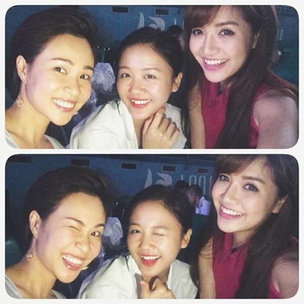 """""""Ba dĩa bánh bèo"""" Văn Mai Hương, Uyên Linh và Bích Phương rủ nhau """"selfie"""" trước giờ bắt đầu buổi diễn ca nhạc."""