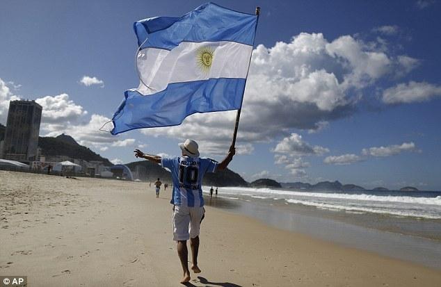 World Cup kết thúc nhưng có nhiều CĐV Argentina trốn lại tại Brazil
