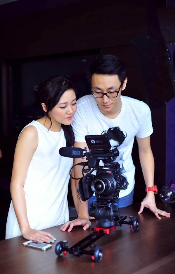 MV đưa người xem vào thế giới cảm xúc của Văn Mai Hương, và cùng trải qua một giấc mơ với đầy bâng khuâng và nhung nhớ. - Tin sao Viet - Tin tuc sao Viet - Scandal sao Viet - Tin tuc cua Sao - Tin cua Sao