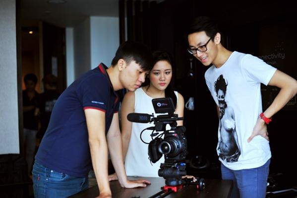"""""""Ngày gần anh"""" là một sáng tác của nhạc sỹ Huy Tuấn và Văn Mai Hương đã rất tâm đắc khi nó nói hộ nỗi lòng của cô trong chuyện tình yêu. - Tin sao Viet - Tin tuc sao Viet - Scandal sao Viet - Tin tuc cua Sao - Tin cua Sao"""