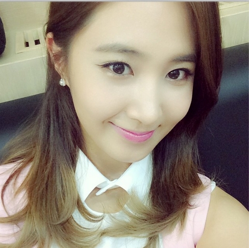 Sau buổi họp fan, Yuri khoe hình cực xinh.