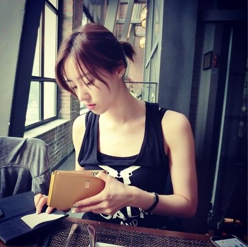 Eunjung khiến fan ngất ngây với mặt mộc xinh đẹp.
