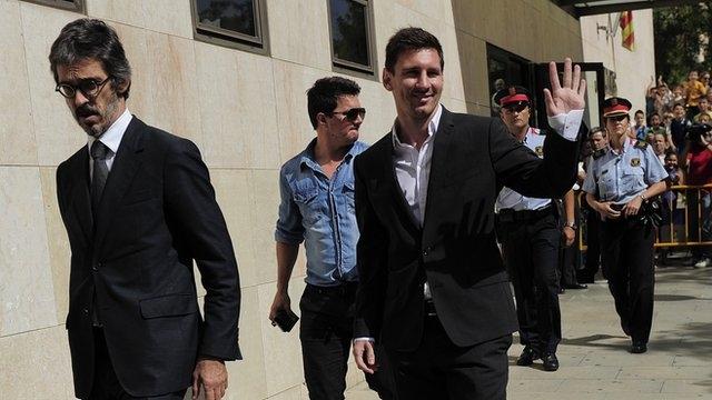 Messi một lần nữa phải ra tòa