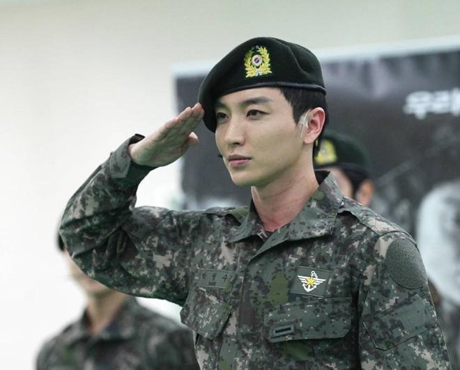 Leeteuk chính thức xuất ngũ ngày 29/7