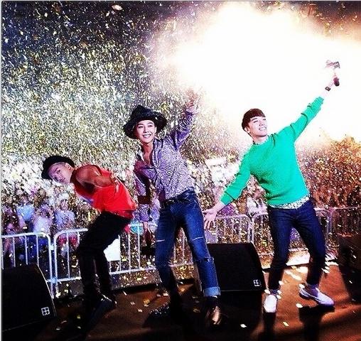 """G-Dragon """"quậy"""" hết cỡ cùng Seungri và Taeyang tại Hong Kong"""