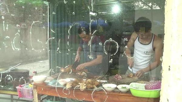 """Có khoảng vài chục quán phục vụ món """"tiểu hổ"""" tại Hà Nội. Ảnh: AFP"""