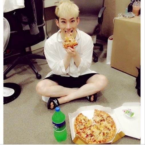 Jokwon khoe hình cũng chiếc pizza cực đáng yêu