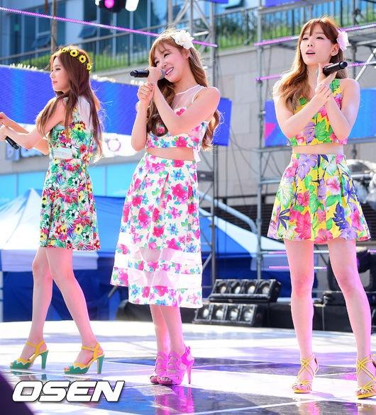 TaeTiSeo khiến fan ngây ngất khi diện đầm hoa cực xinh