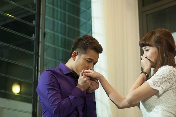 Lê Hoàng (The Men) lúng túng khi cầu hôn bạn gái - Tin sao Viet - Tin tuc sao Viet - Scandal sao Viet - Tin tuc cua Sao - Tin cua Sao