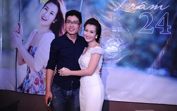 TuyVõ Hạ Trâmkhông tiết lộ cụ thể bạn trai của mình, nhưng nhiều người trong showbiz đồn cô và nhiếp ảnhKhểnhđang có mối quan hệ trên mức tình bạn.