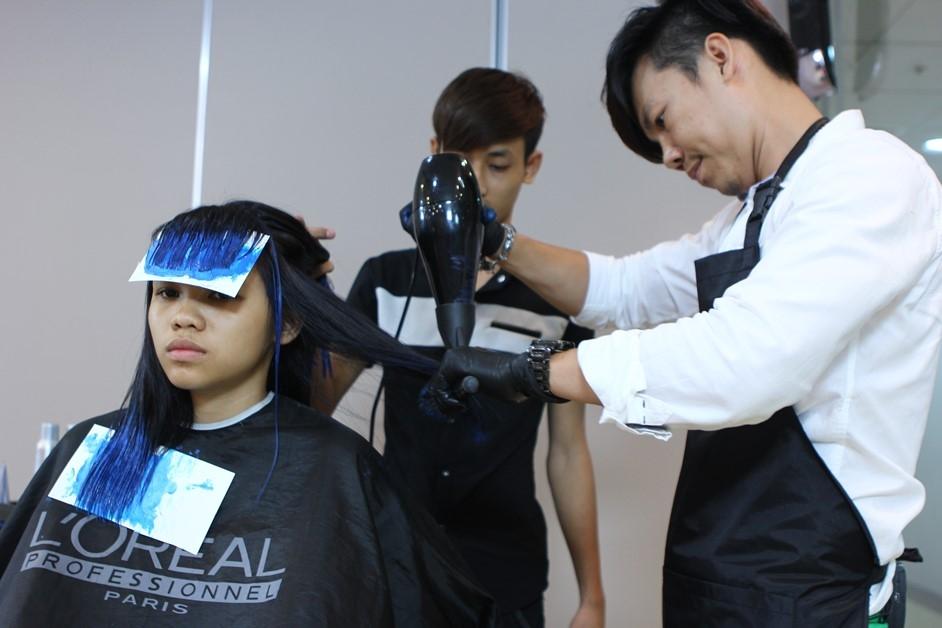 Mạnh dạn thay đổi kiểu tóc an toàn ban đầu bằng những kiểu tóc trẻ trung và hợp với lứa tuổi