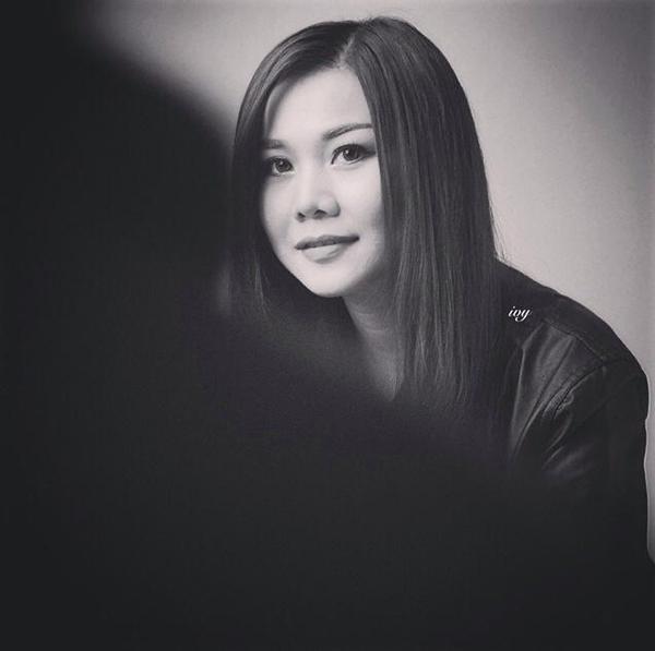 """Là một cô gái có cá tính mạnh mẽ, siêu mẫu Thanh Hằng luôn có một cái nhìn khách quan và khá đơn giản về cuộc sống. Cô chia sẻ: """"Nghĩ ít vui nhiều... Đơn giản rồi sẽ bất ngờ"""""""