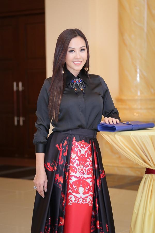 Đây là bộ váy mà cô phải đặt mua từ châu Âu, vốn đam mê thời trang, hoa hậu Thu Hoài không ngần ngại bỏ ra số tiền lớn để sở hữu chiếc váy cầu kỳ này.