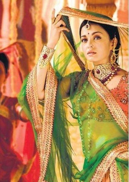 Ngắm các mỹ nhân diện trang phục cổ truyền dân tộc