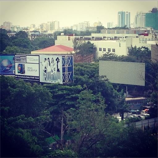 Minzy khoe billboard concert của 2NE1 tại Myanmar
