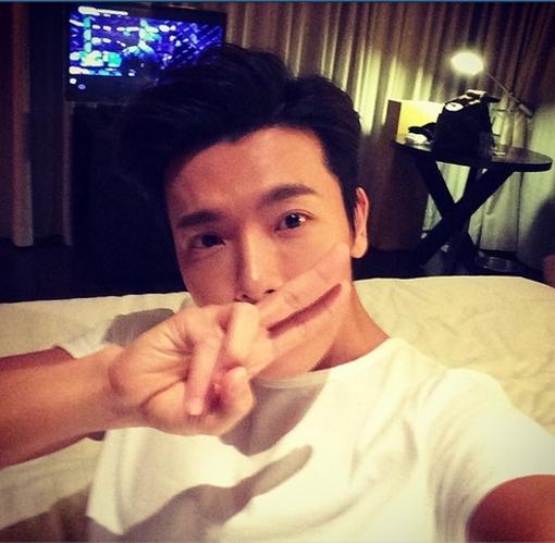 Donghae khoe hình tự sướng cực đẹp trai