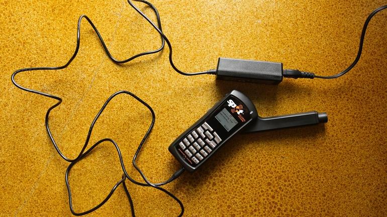 """[Công Nghệ] 8 điện thoại """"nồi đồng cối đá"""" siêu bền"""