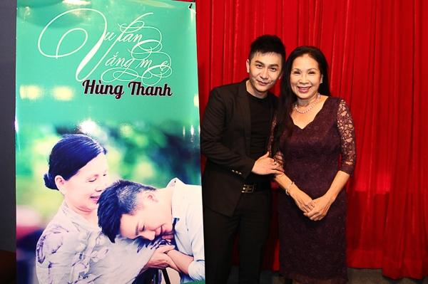Hùng Thanh và nghệ sĩ Kim Xuân trong buổi họp báo giới thiệu sản phẩm