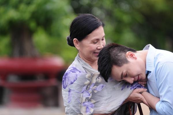 Nghệ sĩ Kim Xuân cùng Hùng Thanh hóa thân thành hai mẹ con trong MV Vu lan vắng mẹ