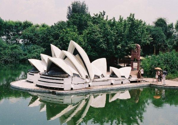 Được chia thành 8 khu vực với nhiều chủ đề khác nhau, bạn hoàn toàn có thể nhìn thấy cầu cảng Sydney, nhà hát con sòOpera Sydney nổi tiếng ở khu vực về chủ đề đại dương.