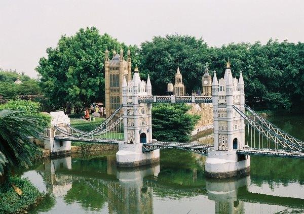 Cầu tháp Luân Đôn có độ dài chỉ hơn một ao nhỏ