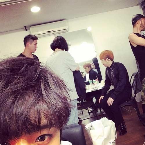 Jaejin khoe hình Lee Hong Ki đang chuẩn bị cho buổi biểu diễn