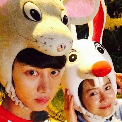 Heechul khoe hình chụp hình Song Ji Hyo