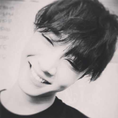 """Kikwang khoe hình cực tươi cập nhật tình hình sức khỏe cho fan: """"Hôm nay tôi tiếp tục điều trị với gương mặt tươi như thế này đây. Tôi hy vọng mọi người cũng sẽ vui vẻ nhé!"""""""