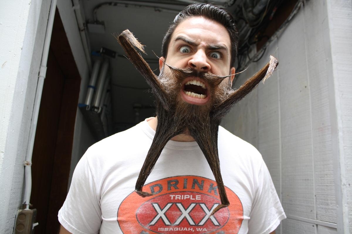 """Anh chàng nổi tiếng vì bộ râu """"siêu đỉnh"""""""