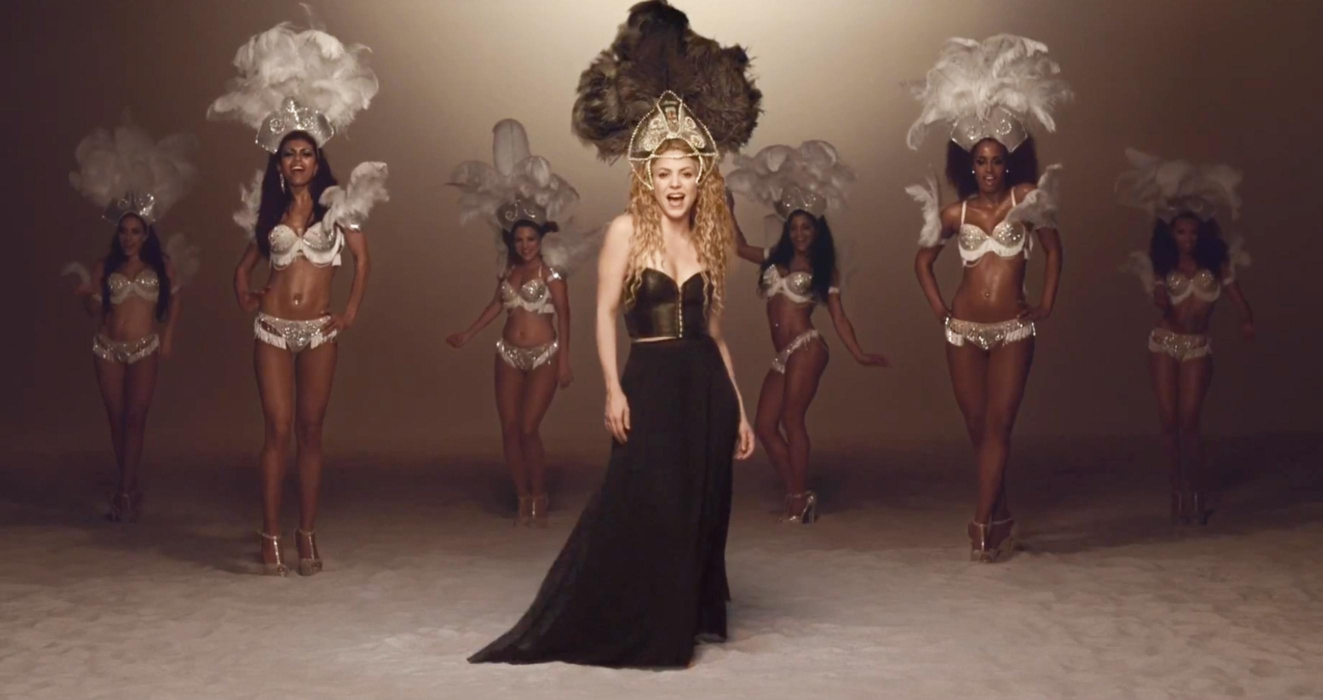 Shakira yêu thích tiết mục La la la của Vy Oanh