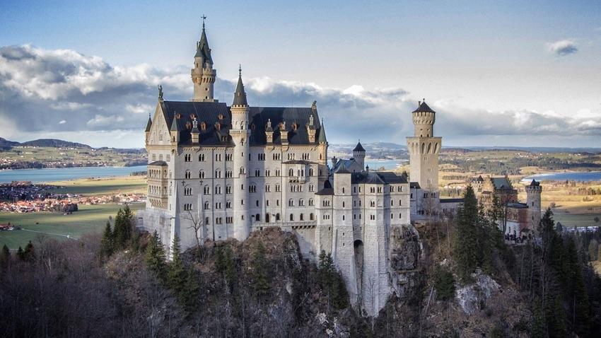 """Những """"phiên bản thật"""" của những tòa lâu đài trong phim hoạt hình của Disney"""