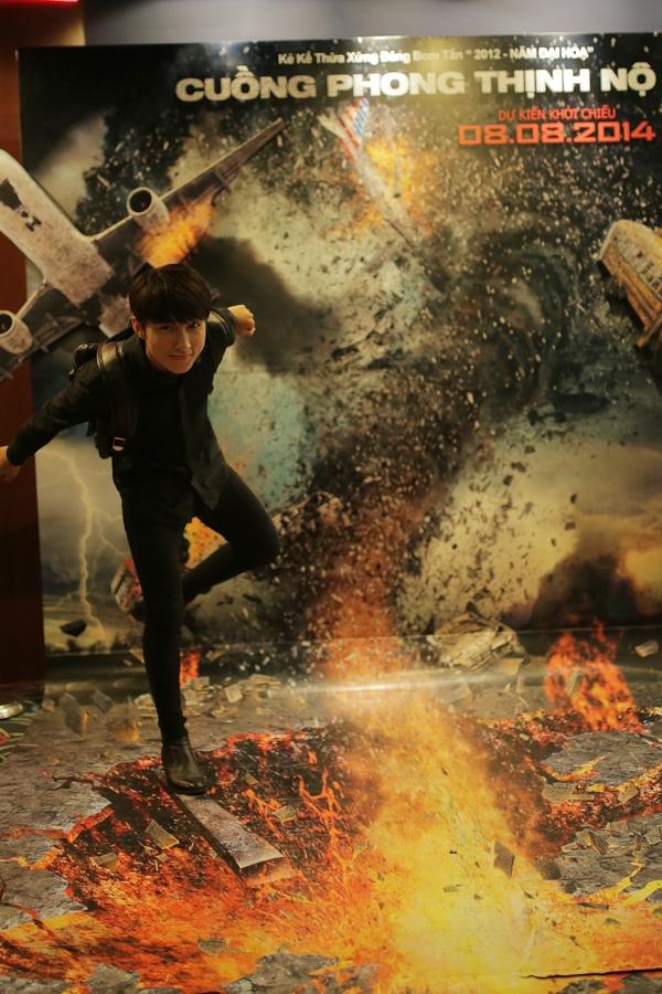 Bắt gặp Sơn Tùng M-TP đi xem phim cùng bạn gái Hari Won
