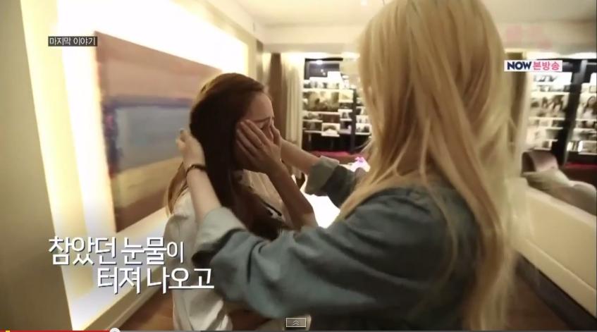 Jessica khóc ròng trước tình cảm của em gái Krystal