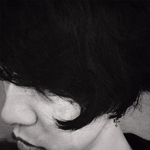 Yongguk khoe hình tóc dài cực phong cách