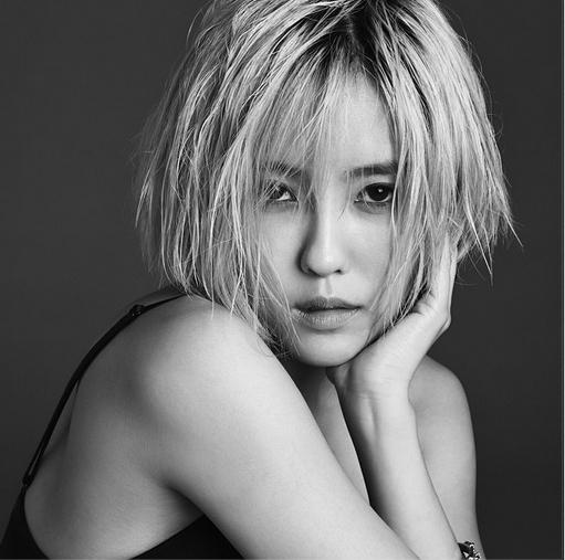 Hyomin khoe hình trắng đen cực gợi cảm