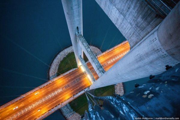 Trên một cây cầu