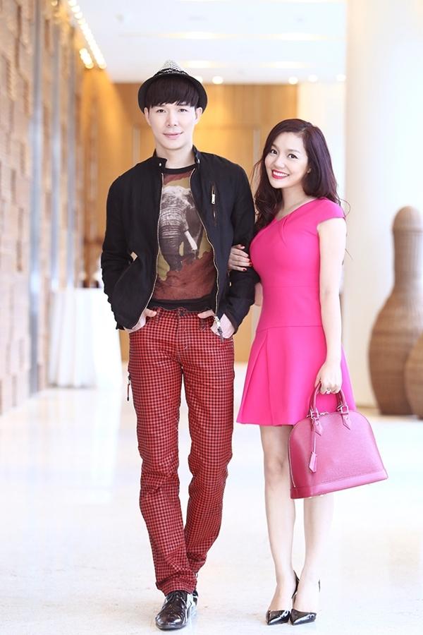 Nathan Lee và Ngọc Anh đều chọn trang phục trẻ trung.
