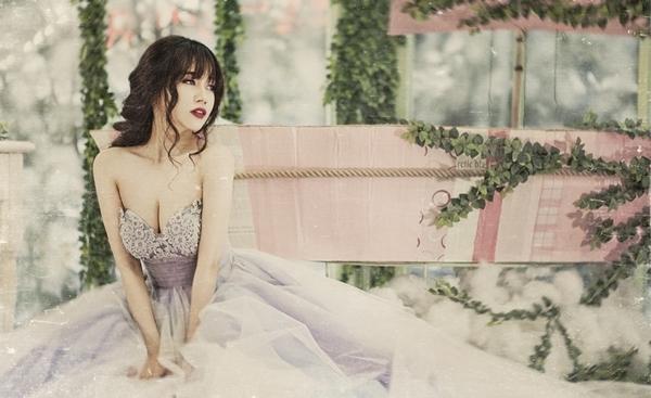 Chán sexy, Sĩ Thanh bất ngờ hóa thân thành nàng công chúa xinh đẹp