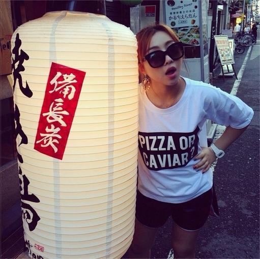 Minzy khoe hình cực dễ thương bên lồng đèn