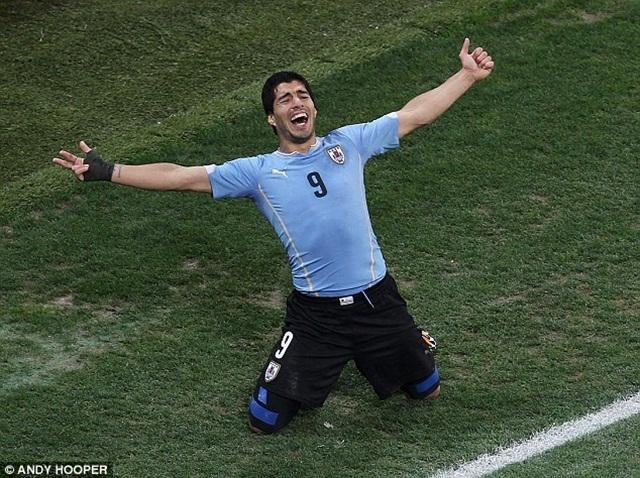 [Bóng đá] Barca không có điều khoản ràng buộc Suarez cắn người