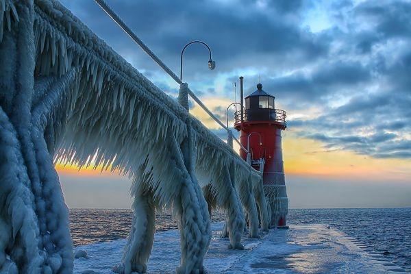 Frozen St. Joseph North Pier, Michigan, Hoa Kì