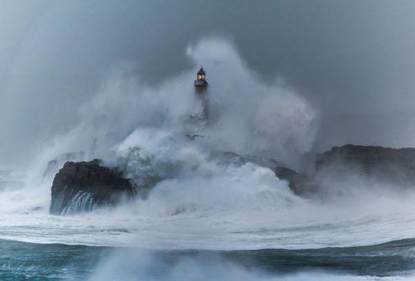 Ngọn hải đăng đảo Mouro được xây dựng từ năm 1860 tại Tây Ban Nha