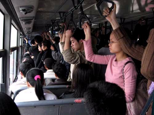 Những kiểu người bạn hay gặp trên xe buýt
