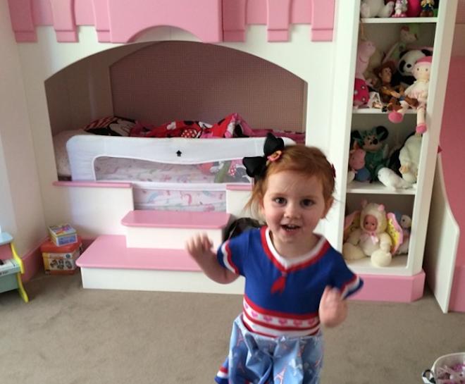 Cuộc sống xa hoa của nhóc tỳ 2 tuổi khiến dân mạng ghen tỵ
