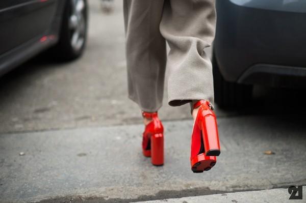 Bí mật để có dáng đi quyến rũ trên đôi giày cao gót