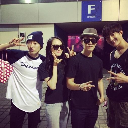 Donghae khoe hình cùng Zhou Mi, Eunhyuk và Victoria