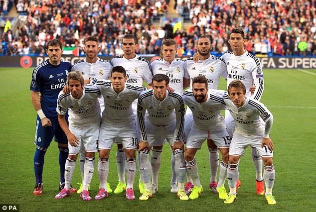 Bức hình cho thấy Ronaldo cao hơn tất cả ở hàng sau