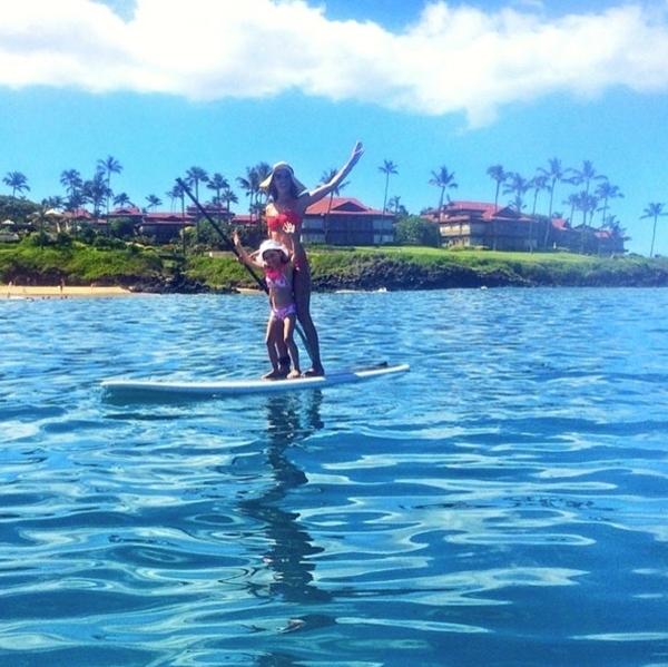 Alessandra Ambrosio đã dành cho cô con gái cưng một ngày vui chơi trên biển.