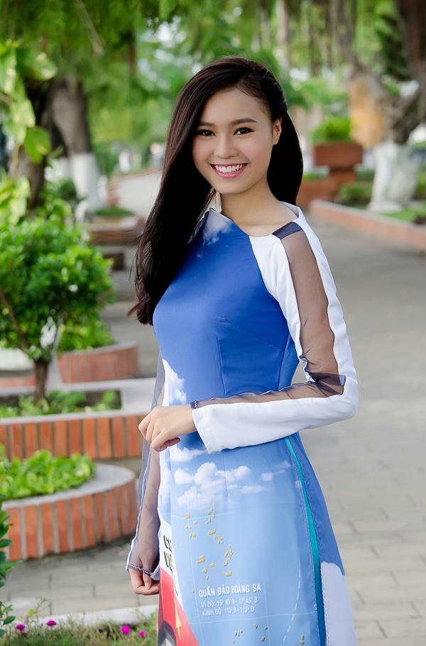 Ninh Dương Lan Ngọc cùng Lê Phương giúp đỡ trẻ em bị dị tật nụ cười